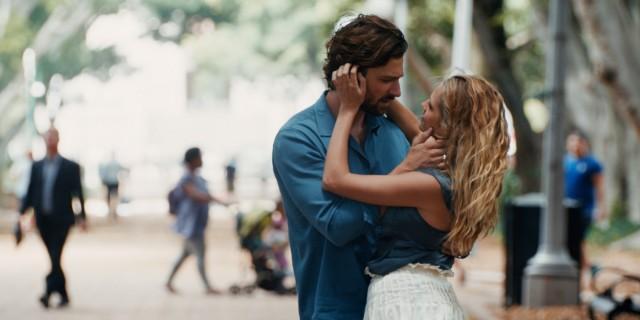 麥可俞斯曼與泰瑞莎帕瑪在最新時空愛情電影《2:22》共譜戀曲