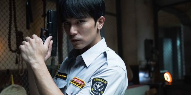 邱澤飾演菜鳥警察