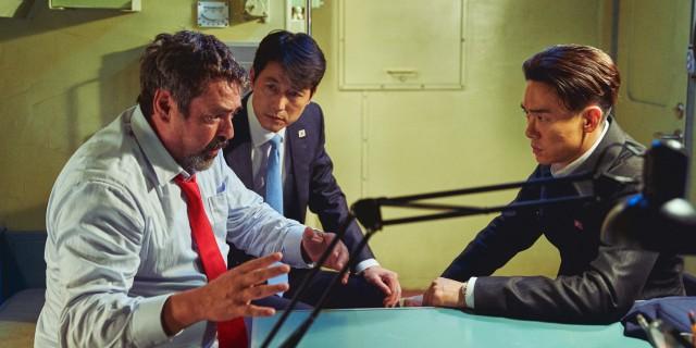 《鋼鐵雨:深潛行動》南北韓、美國三大元首遭囚禁北韓核子潛艦上