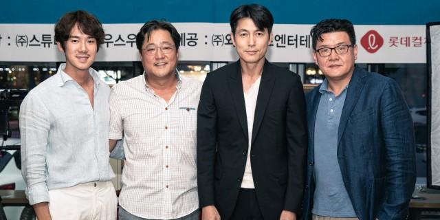 《鋼鐵雨:深潛行動》(左至右)演員柳演錫、郭度沅、鄭雨盛,導演梁宇皙